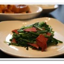 簡単で美味しい「 菊菜とベーコンの炒め物 」★