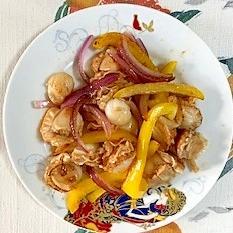 ベビー帆立、パプリカ、赤玉葱の炒め物