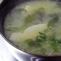 水菜、わかめ、エリンギのみそ汁