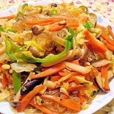 野菜たっぷり☆春キャベツとキノコのチャプチェ