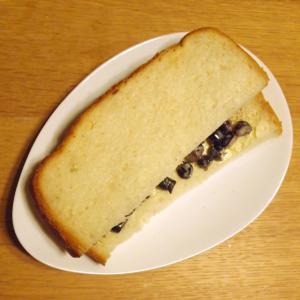 煮豆をリメイク☆黒豆のマヨネーズサンド
