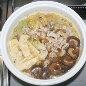 簡単☆ヘルシー鍋料理☆乾燥湯葉の中華風鍋