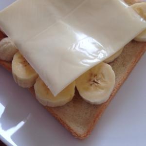 バナナチーズはちみつトースト(好きなもの全部入!)