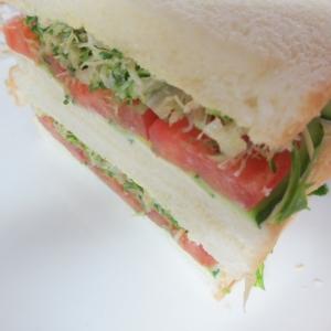 アルファルファとチーズの野菜サンド