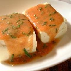 温かい豆腐を辛子明太子あんで