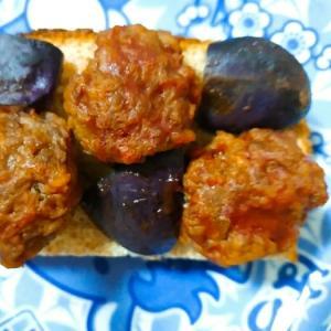 茄子とミートボールのトースト