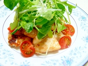 塩麹で下味付けます♪めかじき野菜たっぷりサラダ