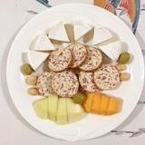 カマンベールチーズとチーズサラミのミニオードブル