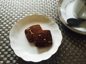 甘さ控えめ☆サクホロ!型なし胡桃のチョコクッキー☆