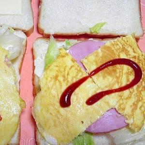 オムレツとハムのサンドイッチ
