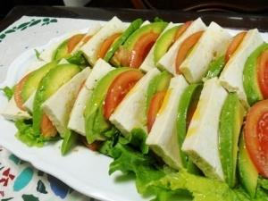 塩豆腐とアボカドトマトのサラダ