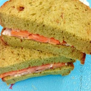 人参とハムのサンドイッチ