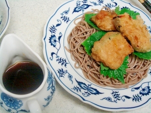 南瓜の天ぷらとシソの冷やし蕎麦
