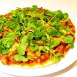 薄焼きパリパリ!サラミとクレソンのピザ