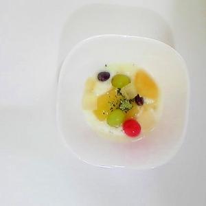 フルーツみつ豆、ぶどう、りんご煮ヨーグルト