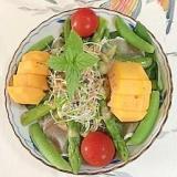 生ハム、セロリ、柿、アスパラのサラダ