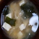 新玉ねぎとワカメと豆腐とあげのお味噌汁