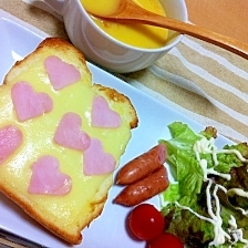 愛情たっぷり♡ハートのモーニングトースト♡