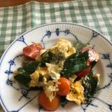 カラフルミニトマトと新玉ねぎの葉の卵炒め