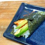 たまご焼きとキムチときゅうりの手巻き寿司♪