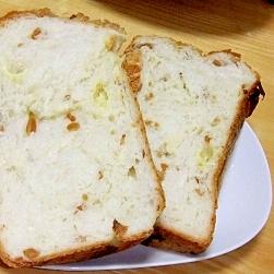 ピーナッツチーズ食パン
