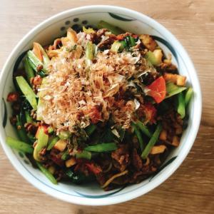 小松菜と合い挽きミンチのソース焼きそば