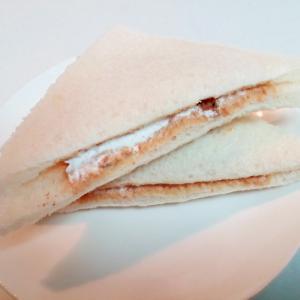 ピークリ・ホイップ・チョコクッキーのサンドイッチ