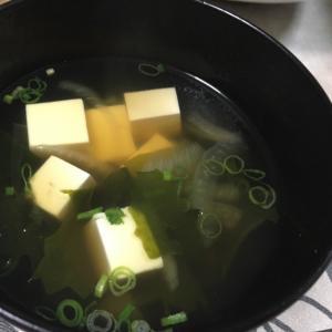 簡単、豆腐とワカメのすまし汁