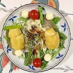 水菜、アスパラ、キャンディーチーズ、キウイのサラダ