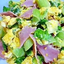 チンゲン菜とベーコンの卵炒め