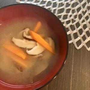 レンジで☆干し椎茸と人参の味噌汁