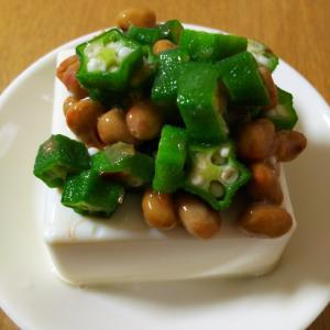 オクラと納豆おかかポン酢和え豆腐のせ