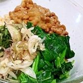 モロヘイヤと納豆のネバ蕎麦
