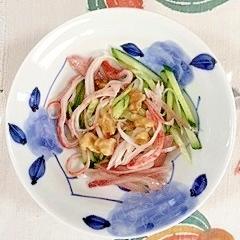 胡瓜、茗荷の梅酢和えに、風味かまぼこと胡桃