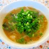 肉団子ともやしとワカメの酸辣スープ