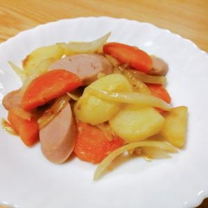 じゃがいも玉ねぎ人参魚肉ソーセージのにんにく炒め