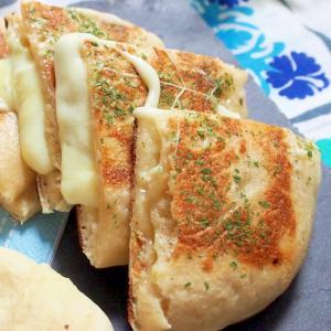 チーズがとろーり(^^♪チーズナン