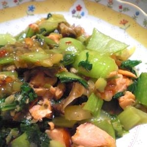 鮭と小松菜のスイートチリソースあんかけ