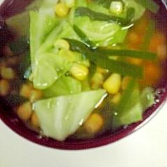 キャベツ、ニラ、コーンのスープ