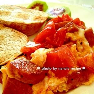 朝食にもお弁当にも★スパムと卵&トマトの炒め物