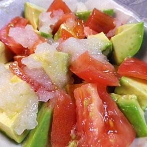 アボカドとトマトの玉ねぎすりおろしサラダ