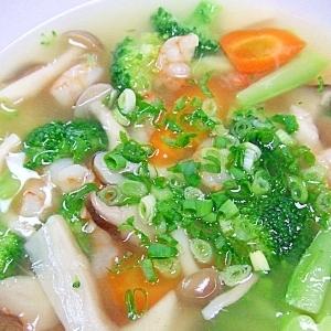 とろみが美味しい野菜とエビのスープ