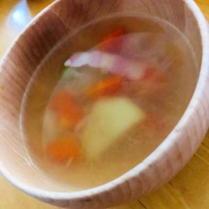 ベーコン入りのコンソメスープ!