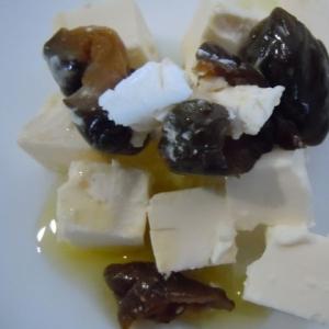 キューちゃんとクリームチーズのオリーブオイルがけ