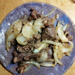 ジンギスカンと玉ねぎとにんにくの炒めもの