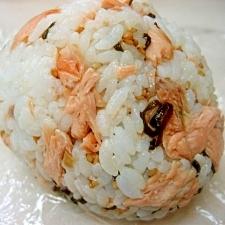 *塩こんぶと鮭のおにぎり*
