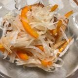 イカ入りさつま揚げと千切り野菜のピリ辛サラダ