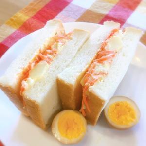 ボリューム満点♡ポテトサラダと人参のサンドイッチ