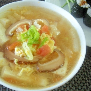 お夜食に!あったか~い豆腐とキノコの中華風スープ♪