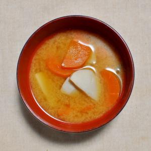 里芋と人参の味噌汁